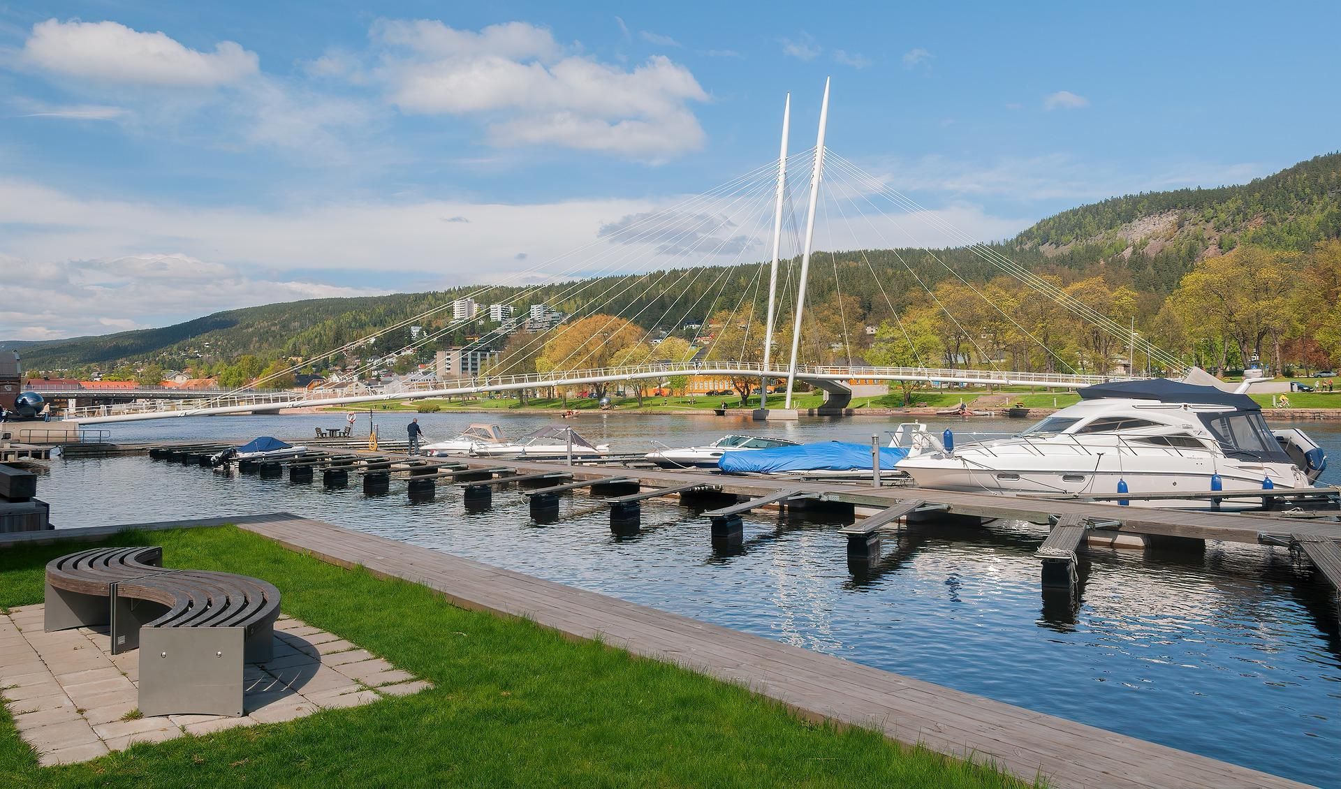 Bro og båter